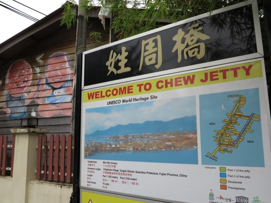 Am Chew Jetty gibt es viele kleine Fischerhütten, in denen Souvenirs und Essen verkauft werden